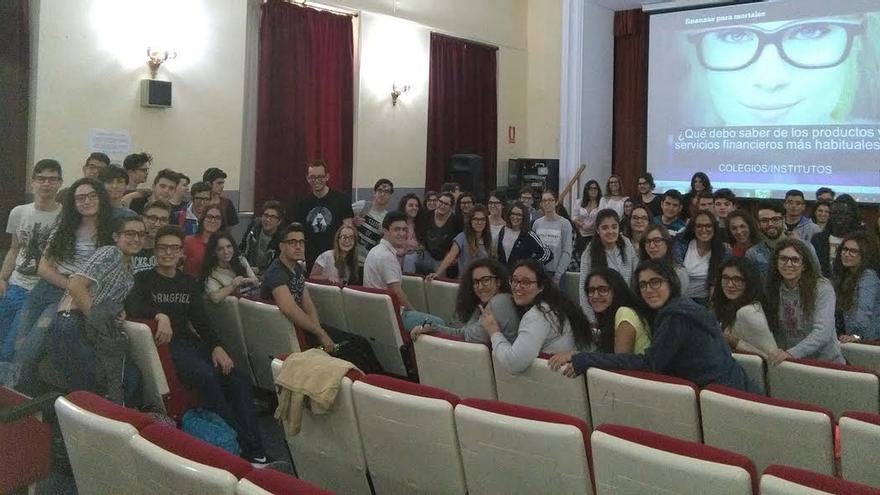"""Más de 1.400 estudiantes españoles se forman con 'Aprende finanzas"""""""