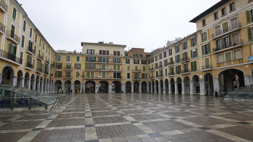 Plaza Mayor vacía tras el estado de alarma decretado por el Gobierno debido a la crisis del coronavirus.