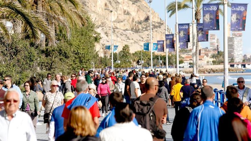 """El turismo prevé su mejor verano por el """"tsunami"""" de los turistas prestados"""