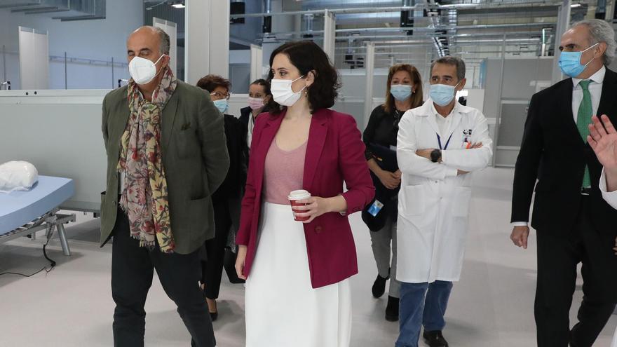 El viceconsejero de Salud Pública y Plan COVID-19 de la Comunidad de Madrid, Antonio Zapatero, y la presidenta Isabel Díaz Ayuso.