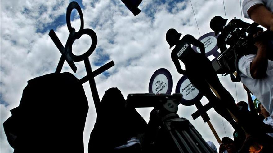 La creadora de una polémica campaña pro aborto cree que Chile tortura a las mujeres