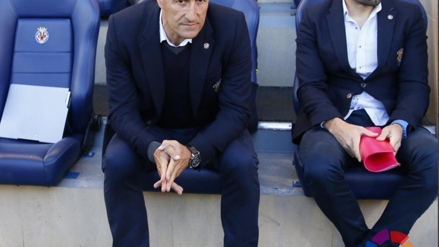 El entrenador de la UD Las Palmas, Quique Setién, y su segundo, Eder Sarabia.