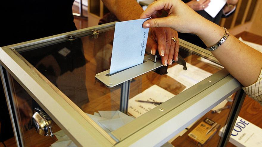 Un elector ejerce su derecho al voto. \ Foto: RAMA