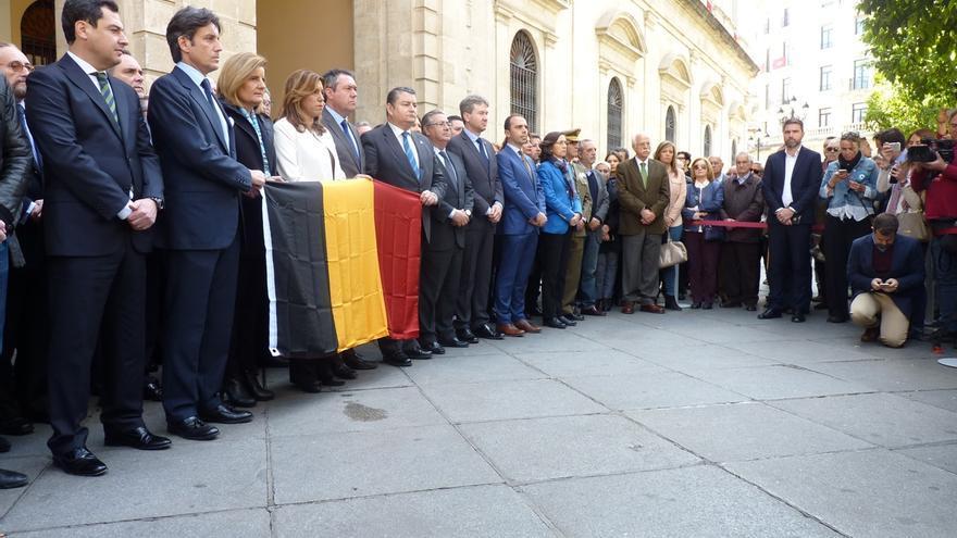 Los principales líderes políticos de Andalucía condenan los atentados en la concentración de Sevilla