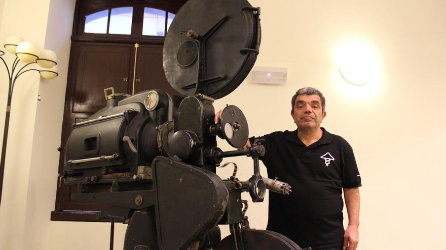 Kike Santacruz es regidor del Teatro Circo de Marte. Foto: JOSÉ AYUT.