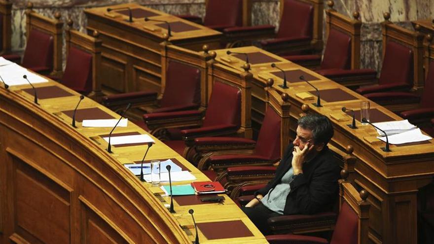 El Gobierno griego aprueba una ley para cumplir tres de los 15 requisitos de los acreedores