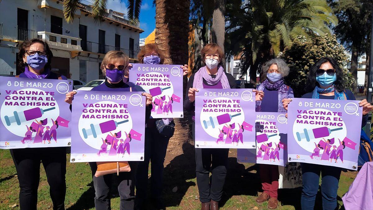 'Vacúnate contra el machismo', cartel para la balconada del 8M organizada por la Plataforma Nosotras Decidimos.