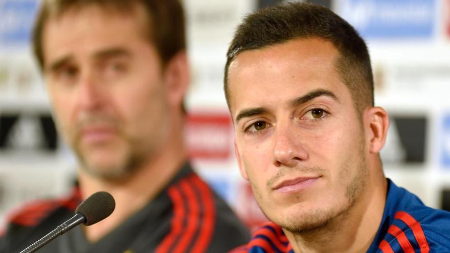 Lucas Vázquez, junto al seleccionador nacional, Julen Lopetegui (Jose Jordan/AFP)