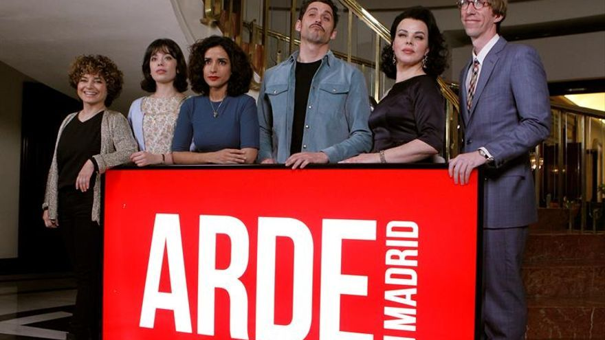 """Las mujeres de """"Arde Madrid"""" arrasan en los Premios de la Unión de Actores"""