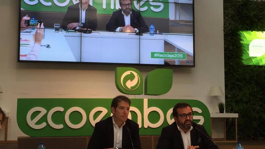 El consejero delegado de Ecoembes, Óscar Martín, (izquierda) y el presidente, Ignacio González
