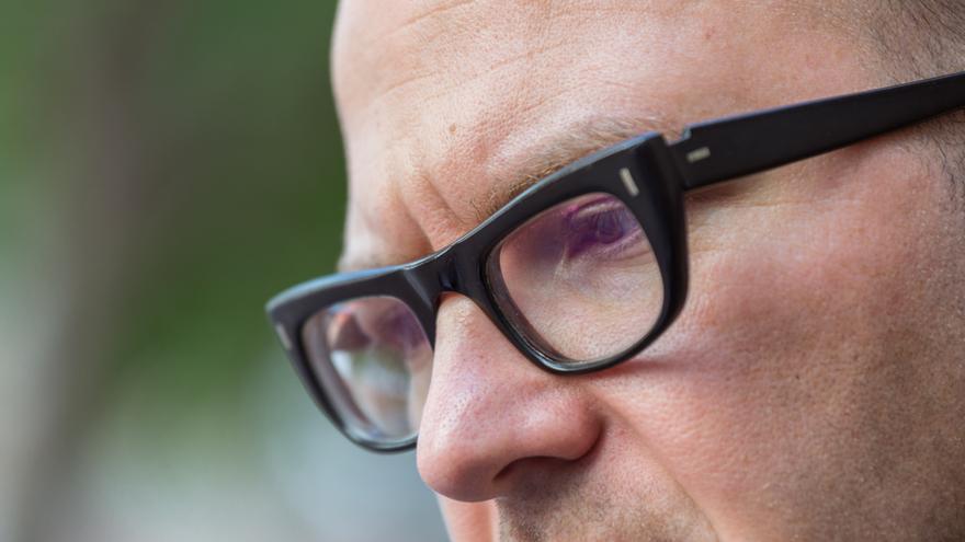 Detall de les olleres de Cory Doctorow / ENRIC CATALÀ