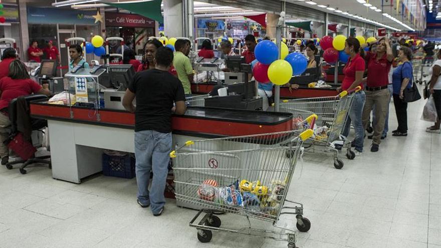 Escasean productos en la isla venezolana Margarita por falta de barcos de carga