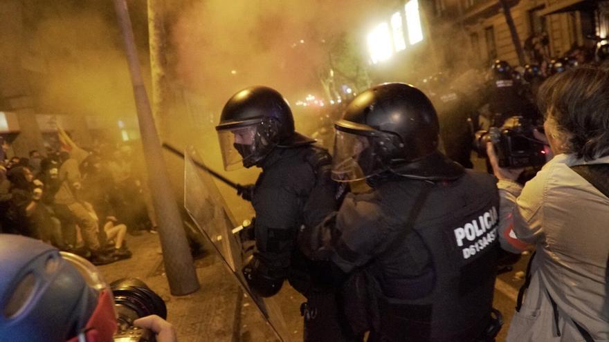 Cargas de los Mossos en Barcelona /  Sònia Calvó