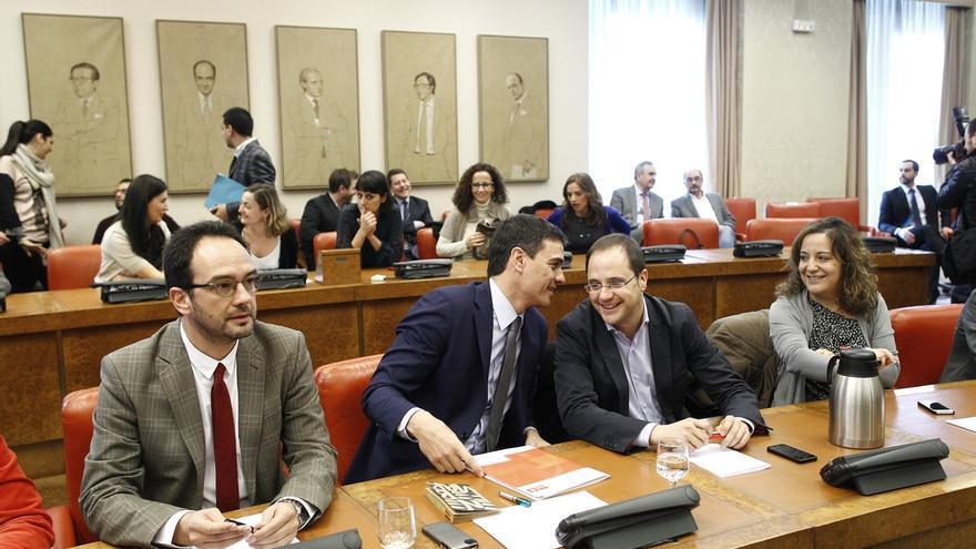 Congreso y Senado pagaron en mes y medio 45 viajes de parlamentarios del PSOE a lugares ajenos a su circunscripción
