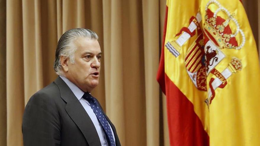 Bárcenas movió 10 millones de sus cuentas al verse investigado, según agente