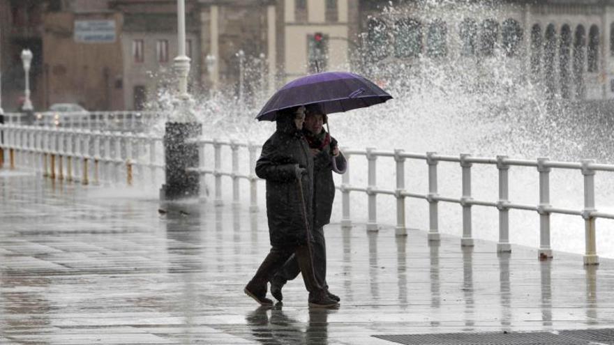 La nieve y el fuerte oleaje remiten aunque 23 provincias continúan en alerta