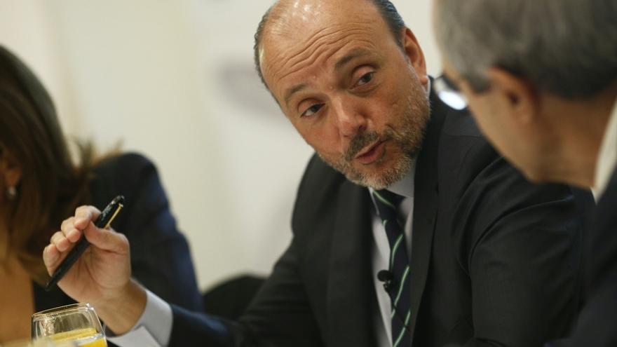 """Las maniobras de Indra para """"sanear"""" las cuentas del PP de Madrid acorralan a su expresidente Javier Monzón"""