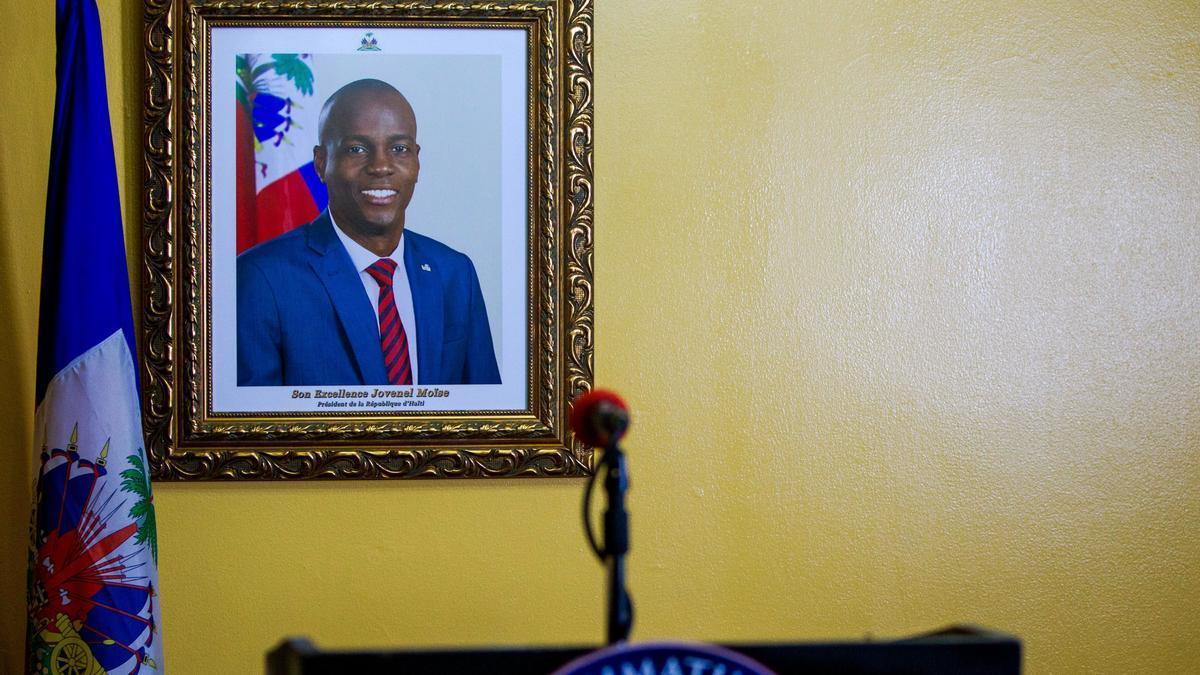 Un cuadro con una fotografía del presidente haitiano asesinado Jovenel Moise.