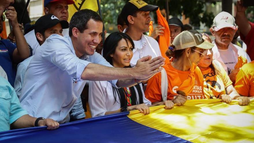 """Guaidó pide a los colombianos no hacer """"el juego"""" a Maduro por polémicas fotos"""