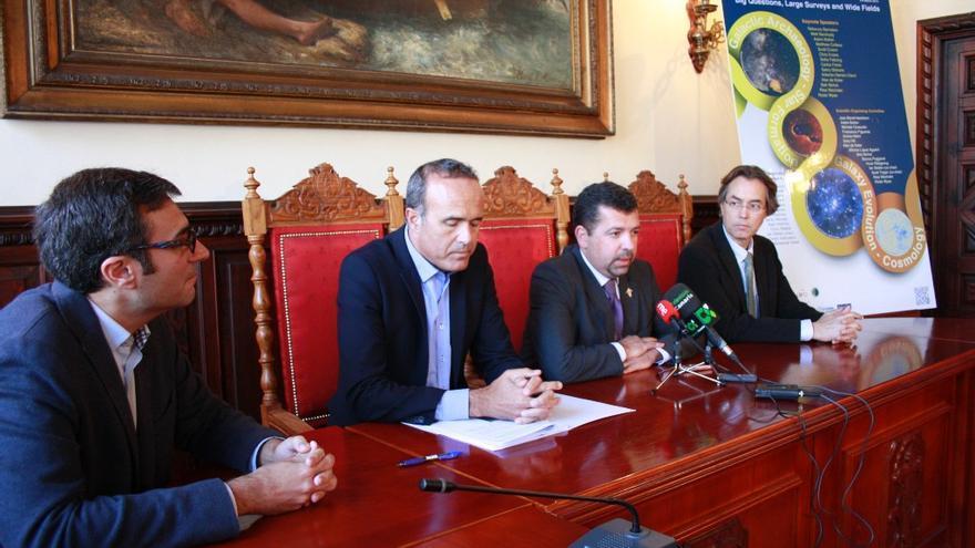 En la imagen, acto de presentación del  congreso internacional sobre espectroscopía multiobjeto celebrado este jueves en el Ayuntamiento de Santa Cruz de La Palma.