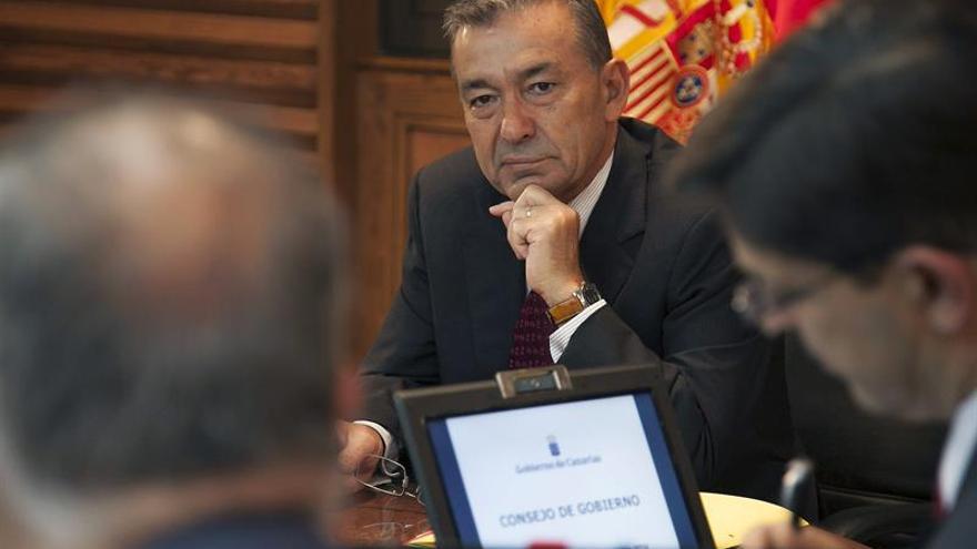 El presidente del Gobierno Canario, Paulino Rivero, presidió el Consejo de Gobierno celebrado este jueves en Las Palmas de Gran Canaria. EFE/Ángel Medina G.