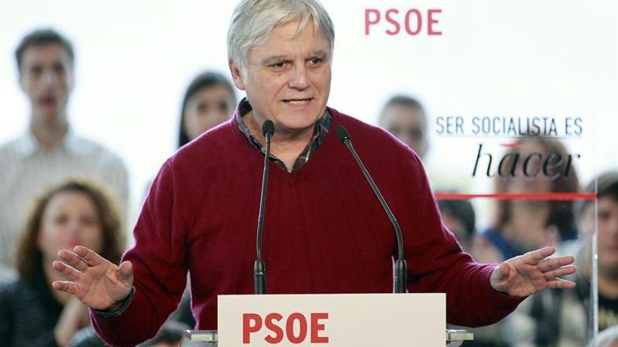 El vicepresidente del Gobierno de Canarias y secretario general del PSC-PSOE, José Miguel Pérez, en un acto en el participó el secretario general del PSOE, Pedro Sánchez. EFE/Cristóbal García