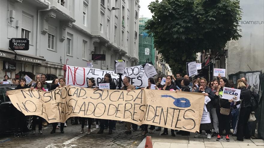 Trabajadores del CAD de Sierrallana en una protesta frente a la sede del Gobierno.