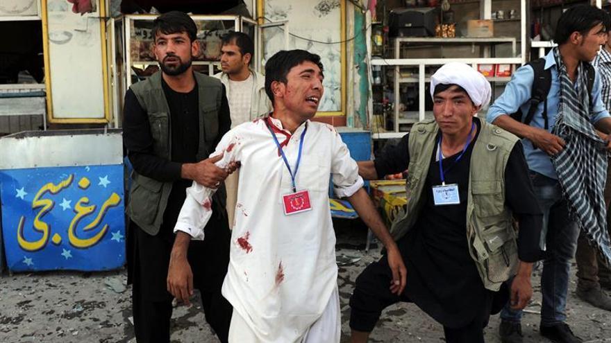 """EE.UU. condena el """"cobarde"""" ataque suicida contra manifestantes en Kabul"""