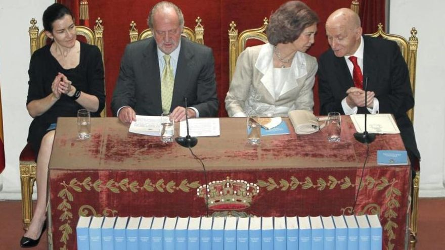 Mayo de 2011, presentación del Diccionario Biográfico Español, con los Reyes, Gonzalo Anes y la ex ministra Ángeles González-Sinde