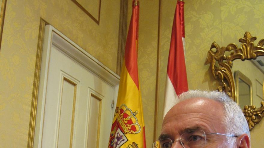 """Presidente de La Rioja afirma que en Cataluña """"no va a triunfar la secesión sino la sucesión de Mas"""""""