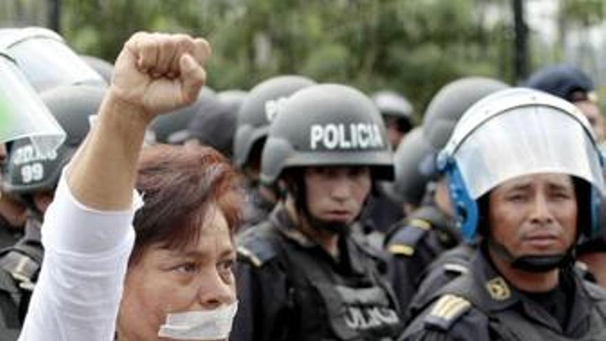 Simpatizantes de Zelaya continuarán con las protestas contra Micheletti