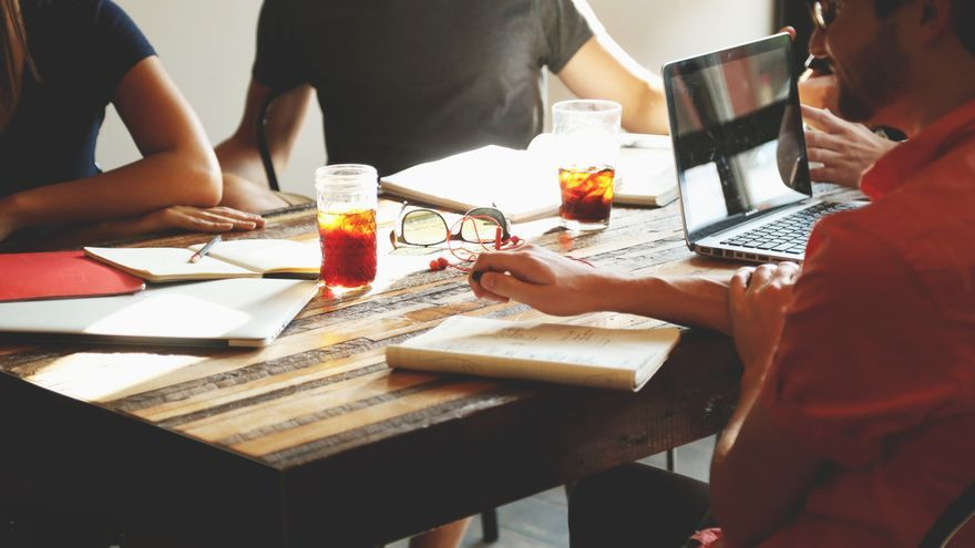 Una dinámica de grupo. /Foto:startupstockphotos