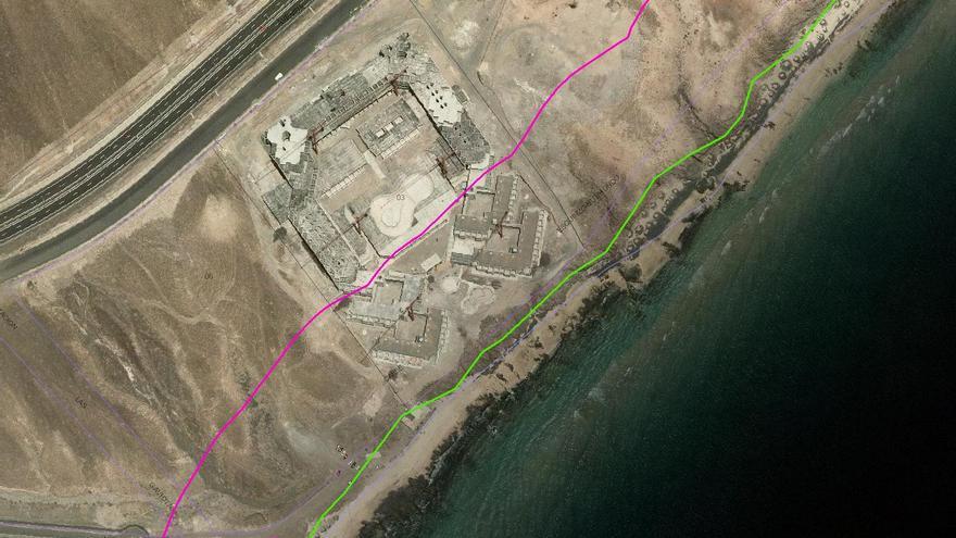 Captura del visor de Costas sobre el deslinde el dominio público marítimo terrestre. La línea verde marca el dominio público y la violeta la zona de servidumbre de protección.