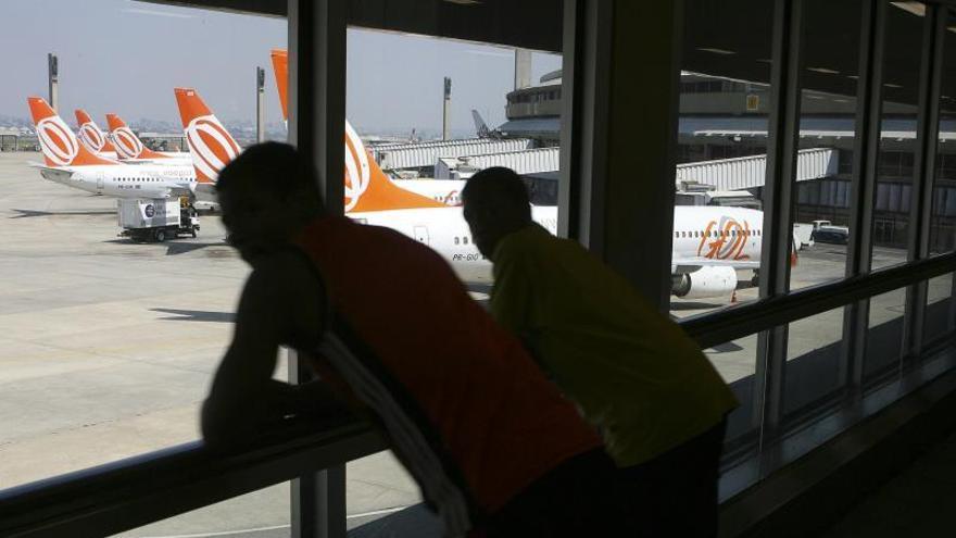 Huelga de trabajadores de aviación obliga a cancelar cien vuelos en Brasil