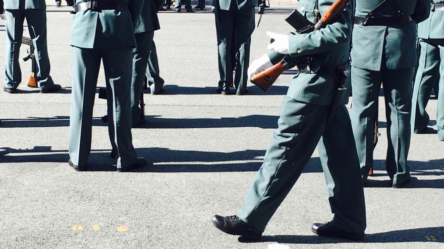 Un agente de la Guardia Civil, en el desfile de Sansomendi