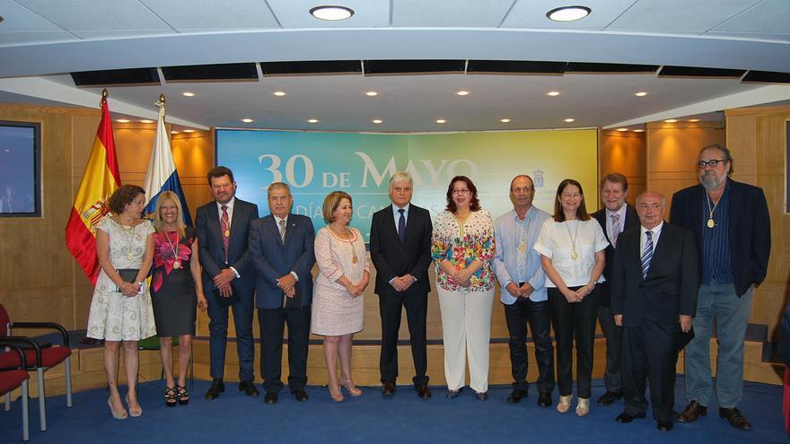 El consejero de Educación, José Miguel Pérez en la entrega de las distinciones Viera y Clavijo de reconocimiento a la labor de apoyo al sistema educativo