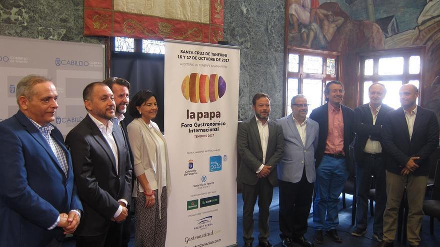 Foto de familia realizada en la presentación de este martes en el Cabildo de Tenerife