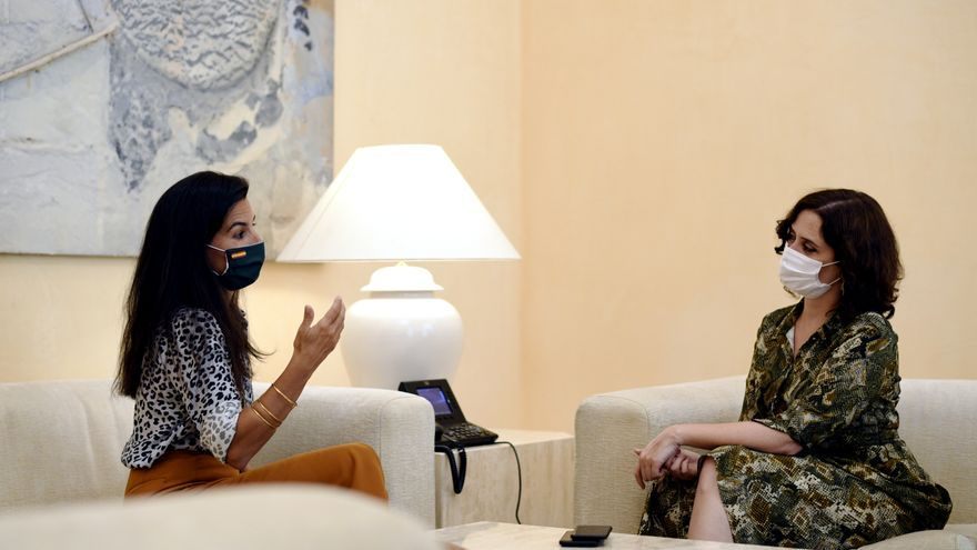 Archivo - la presidenta de la Comunidad de Madrid, Isabel Díaz Ayuso (d), se reúne con la portavoz de Vox en la Asamblea de Madrid, Rocío Monasterio, para tratar sobre la estrategia de vuelta al colegio en la Comunidad de Madrid, en la Real Casa de Correo