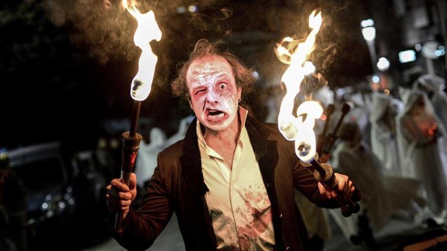Ribadavia se tiñe de personajes terroríficos y aquelarres en la 'Noite meiga'