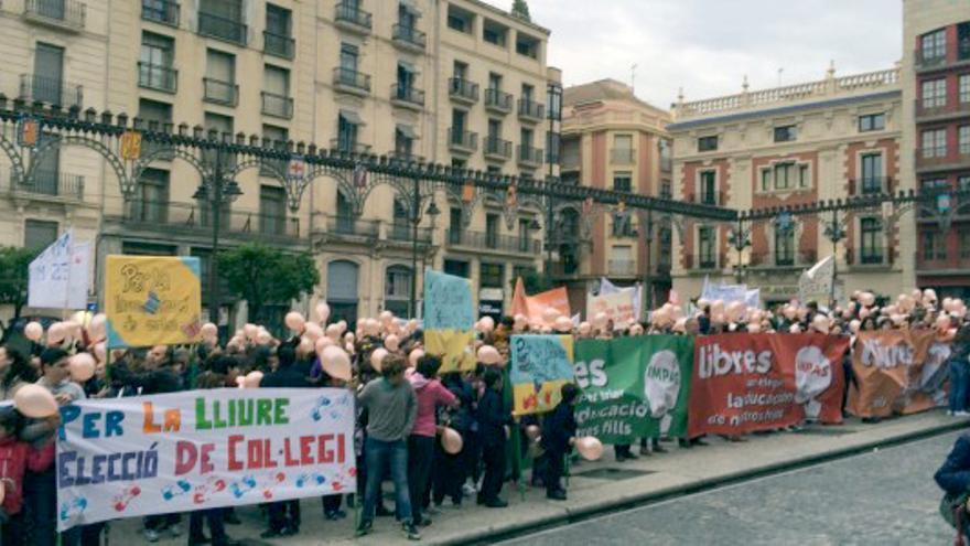 Una movilización en favor de la libre elección de centro educativo en la localidad alicantina de Alcoi