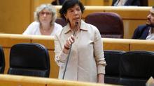 La ministra de Educación y Formación Profesional, Isabel Celaá, interviene este martes durante una sesión de control en el Pleno del Senado en Madrid.