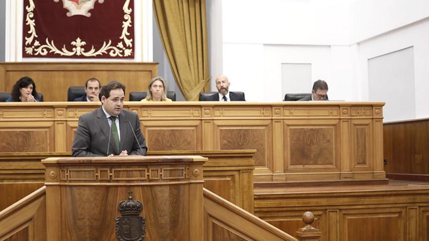 Paco Núñez, presidente del PP en Castilla-La Mancha, en las Cortes regionales