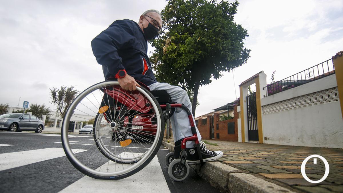 Jose María Madero en un paso de peatones sin cota 0