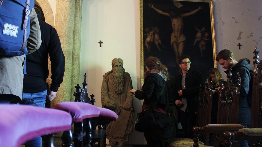 Las estatuas de Abraham e Isaac que estaban en el Pórtico de la Gloria de la catedral de Santiago, en el Pazo de Meirás. | JUAN MIGUEL BAQUERO