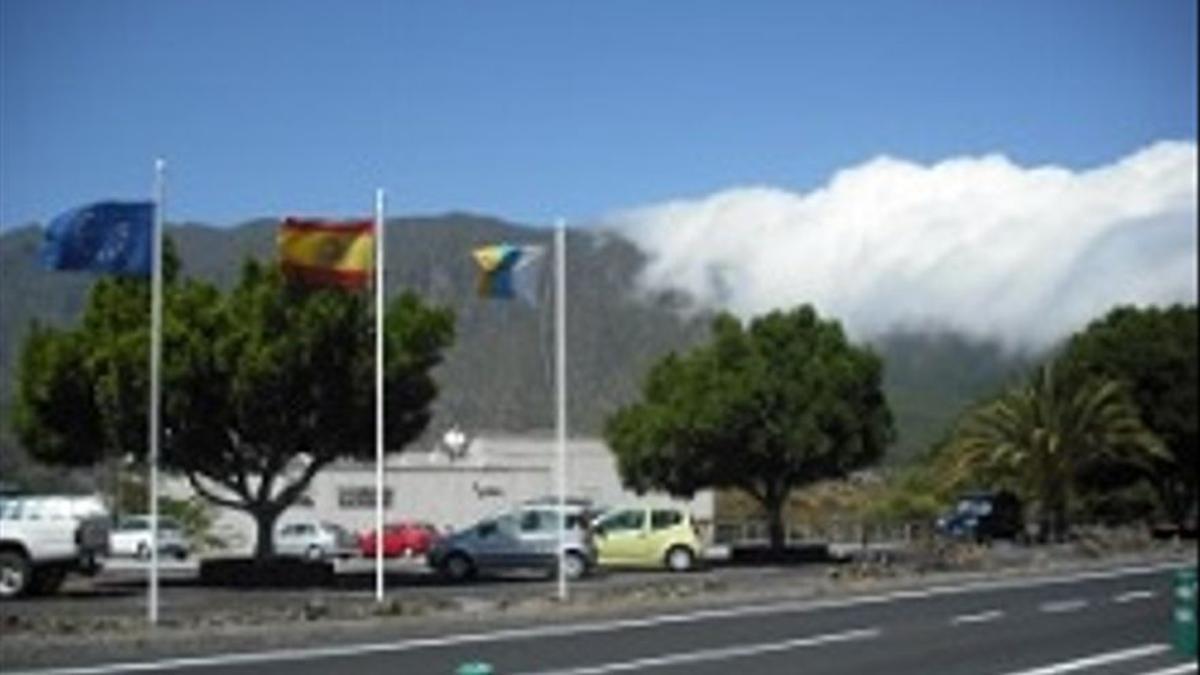 Foto de archivo de un tramo de la carretera LP-3 donde, cerca del Centro de Visitantes de La Caldera (en la imagen), se ha registrado el accidente.