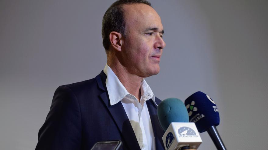 Raúl Camacho atiende a los medios este miércoles.