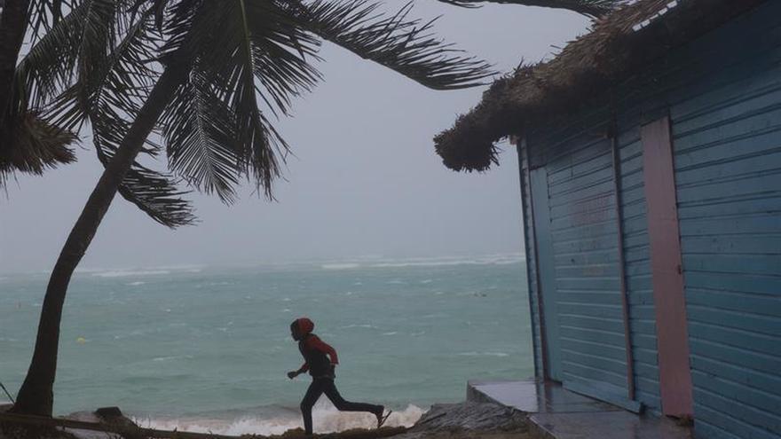 República Dominicana levanta la alerta de huracán y tormenta tras paso del huracán María