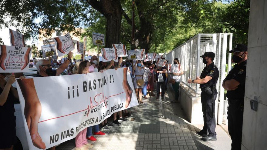 Protesta ante la Delegación Territorial de Salud en Sevilla.
