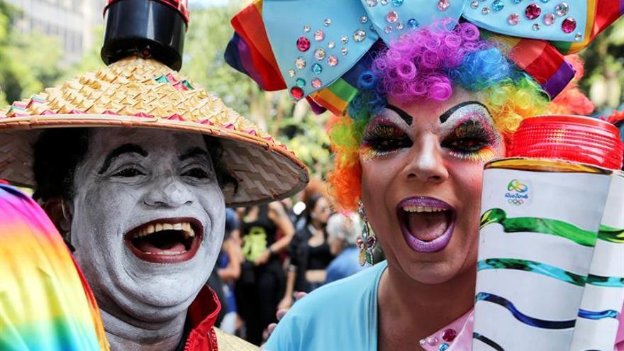 El Desfile del Orgullo Gay de Sao Paulo tiene una comparsa contra el presidente Temer
