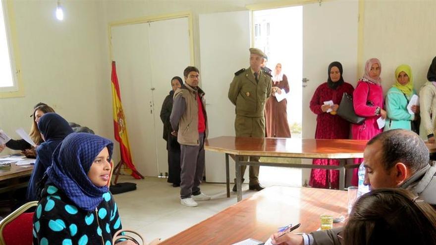 Las mujeres del campo marroquí buscan una oportunidad en la fresa española